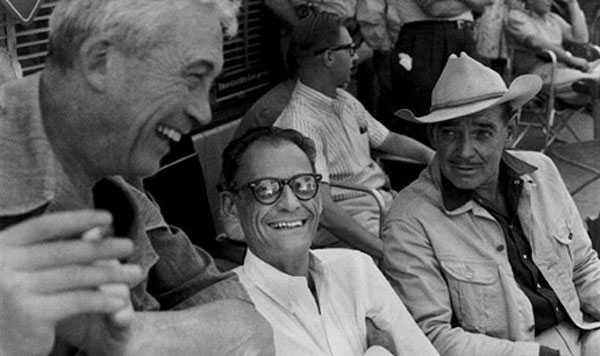 Huston, Miller y Gable en el rodaje de Vidas Rebeldes