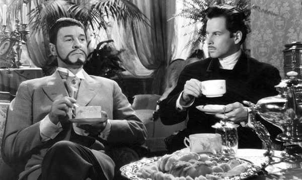Gunnar Björnstrand (izq.) en Sonrisas de una noche de verano (1955)