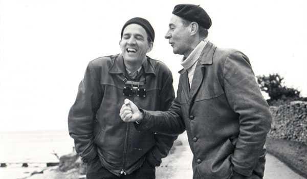 Bergman se ríe con Gunnar Björstrand durante el rodaje de Como en un espejo (1961)