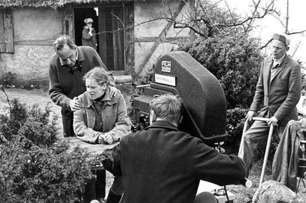 Bergman da indicaciones a Liv Ullman durante el rodaje de la hora del lobo (1966)