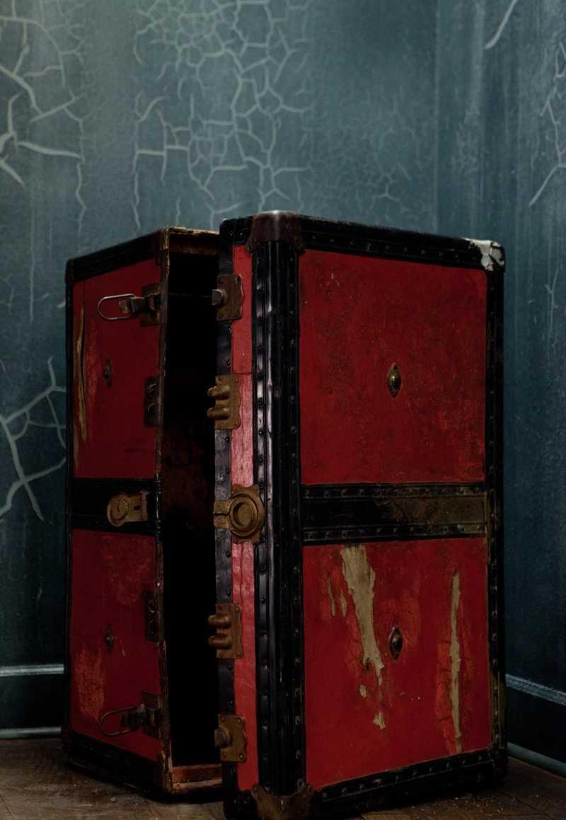 caja roja de the collection