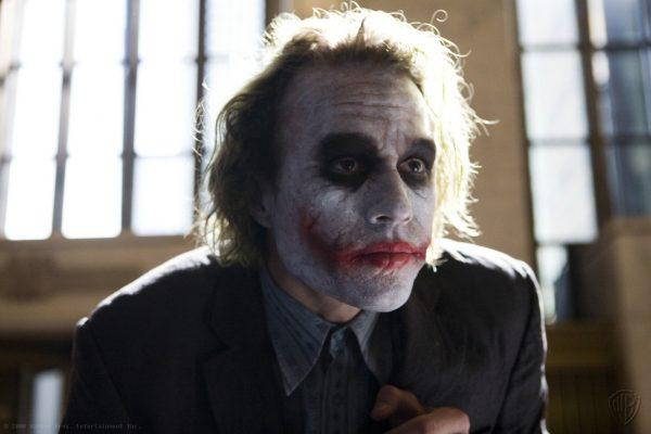 La primera escena del Joker de Heath Ledger 1