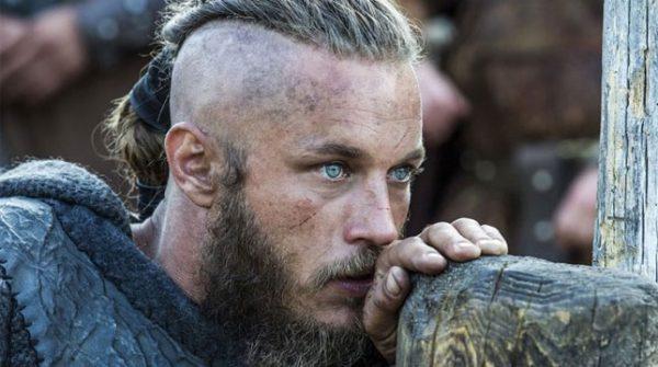 """Ridley Scott ficha al Ragnar de """"Vikingos"""" para protagonizar su nueva serie"""