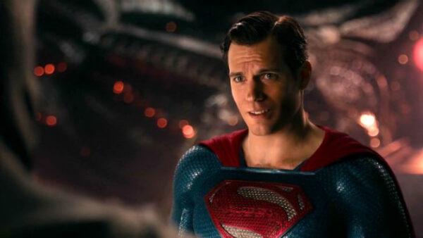 """Grotesco: Se filtran imágenes del rodaje original de """"Liga de la Justicia"""" con el bigote de Henry Cavill 1"""