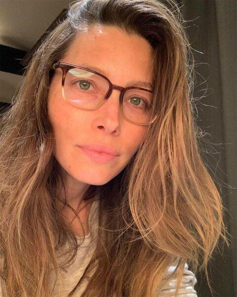 El selfie con gafas y sin maquillaje de Jessica Biel causa furor 2