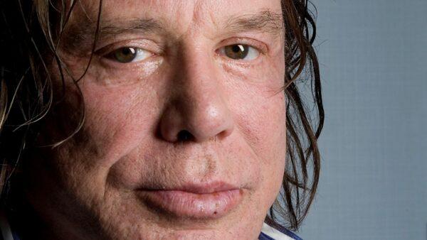 Mickey Rourke cumple 64 años: Así ha sido su impresionante cambio físico por cirugías 1