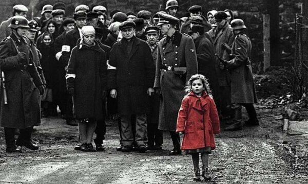 """Así es hoy Olivia Dabrowska, la niña del abrigo rojo de """"La Lista de Schindler"""" 1"""