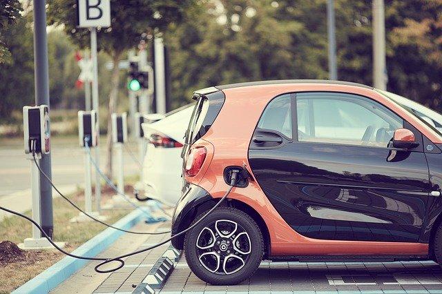 ayudas coche eléctrico plan renove fiscalidad