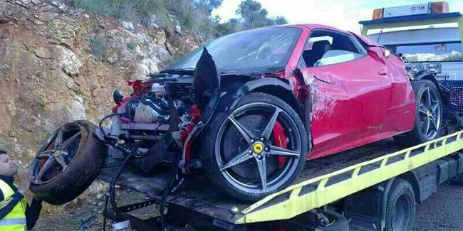 Un Ferrari convertido en chatarra