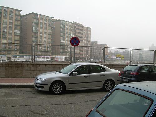 coche mal estacionado