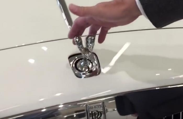 As� funciona el antirrobo de la estatuilla de un Rolls Royce