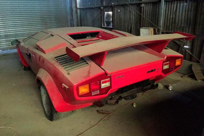 barn-find-lamborghini-countach