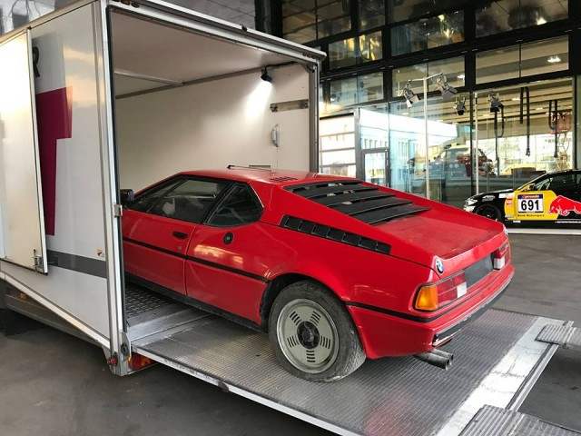 Rescatado un BMW M1 tras décadas abandonado