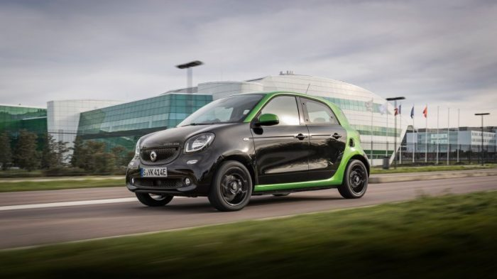 smart forfour electric drive Toulouse 2017; Farbe Bodypanels: blackFarbe Tridionzelle: electric greensmart forfour electric drive Toulouse 2017; Color body panels: blackColor tridion safety cell: electric greenStromverbrauch kombiniert:Wh/km 131CO2-Emissioneng/km 0Combined  power consumptionWh/km 131CO2 emissionsg/km 0