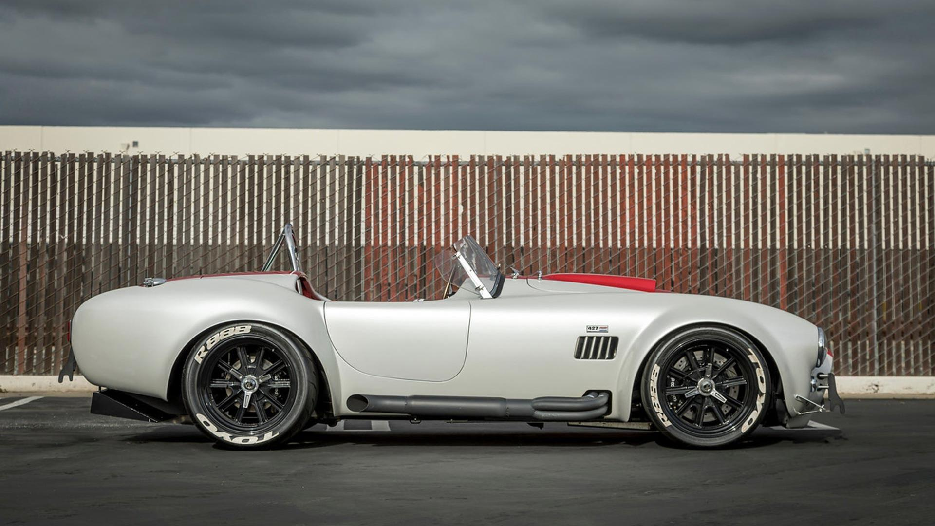 Superformance-Cobra-breaks-top-speed-record-at-201-mph-3
