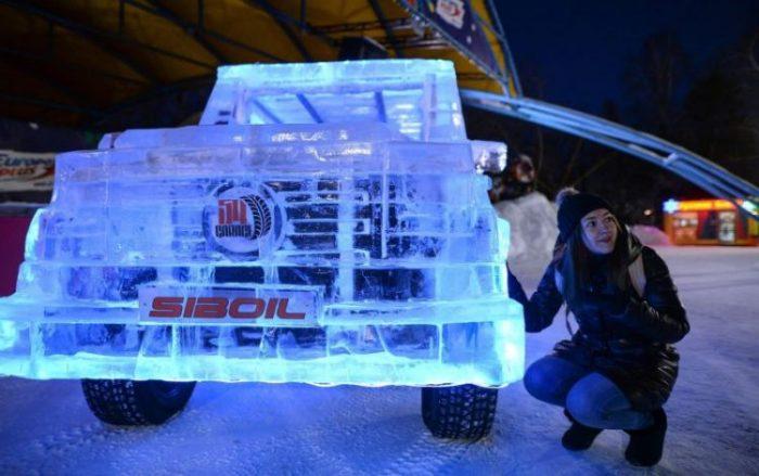 En Rusia: el Mercedes Clase G hecho de hielo (vídeo)