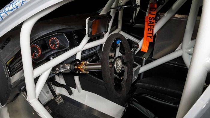 Volkswagen presentó un Vento de carreras para batir un récord de velocidad