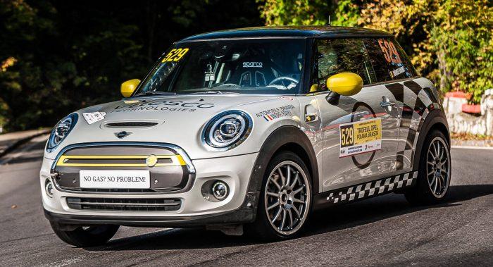 El Mini Cooper SE eléctrico debuta en el mundo del rallye