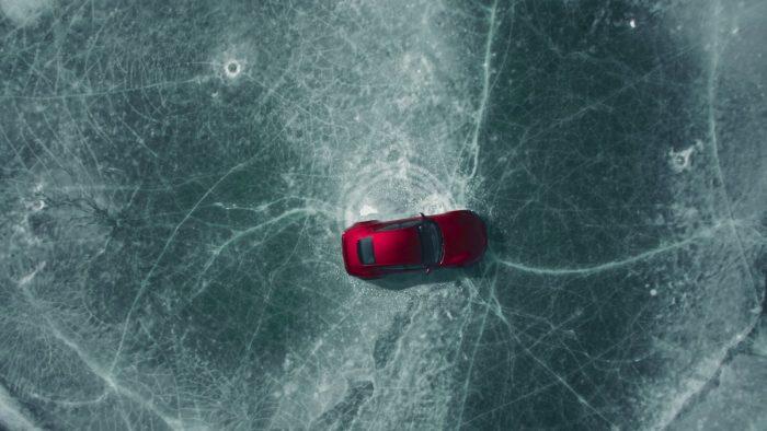 Vídeos: el espectáculo del Drako GTE sobre hielo
