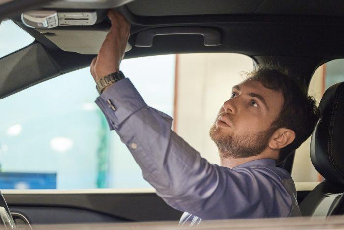El experto de Nissan en testar el olor de los coches nuevos