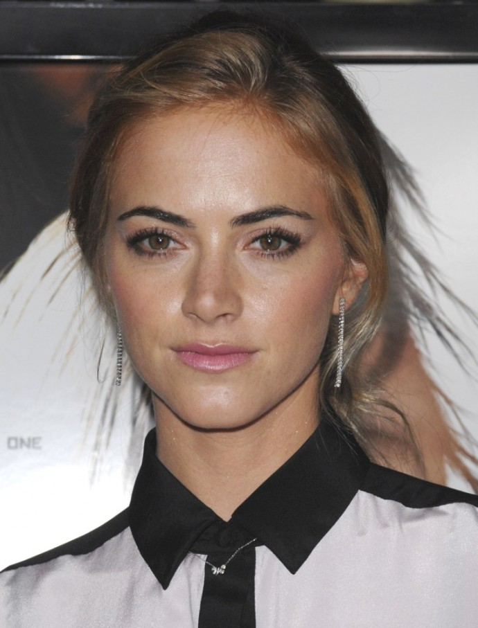 emily-wickersham-premiere-gone-01
