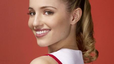 Dianna-Agron-Smile-Full-HD-Wallpaper-3