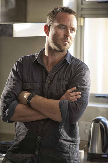 Sullivan-Stapleton-in-STRIKE-BACK-Episode-3.05