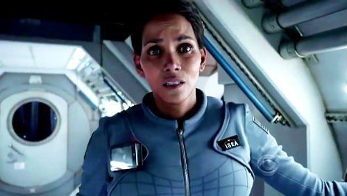 extant-promo-halle-berry-as-astronaut