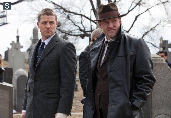 Gotham_pilot_Gotham_Cemetery_0498_595_slogo