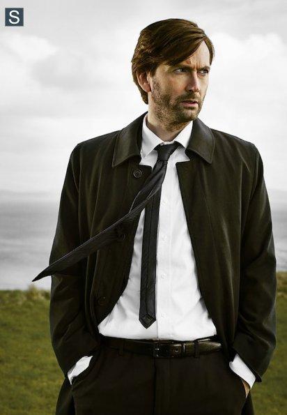 Gracepoint - Cast Promotional Photos - David Tennant_595_slogo