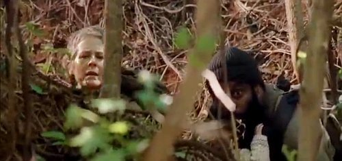 the-walking-dead-season-5-carol-and-tyreese-hounded-by-zombies