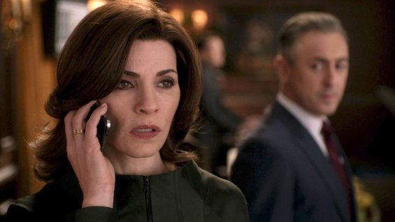 the_good_wife_alicia_phone_a_l