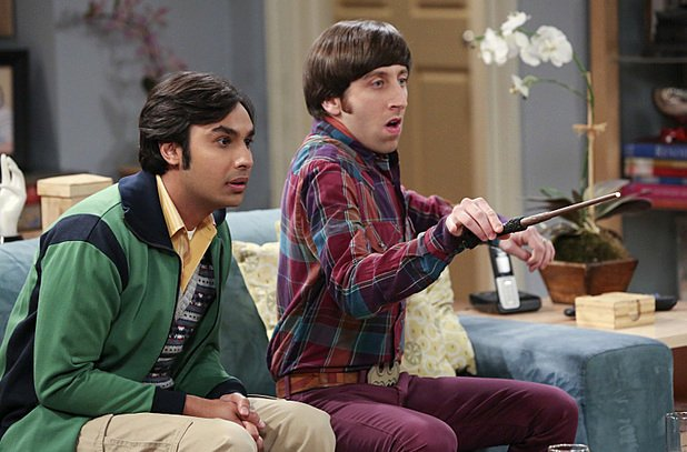 big-bang-theory-kunal-nayyar-and-simon-helberg-sign-new-deals