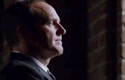 agents-of-shield-season-2-promo-coulson-and-co-live-in-the-shadows