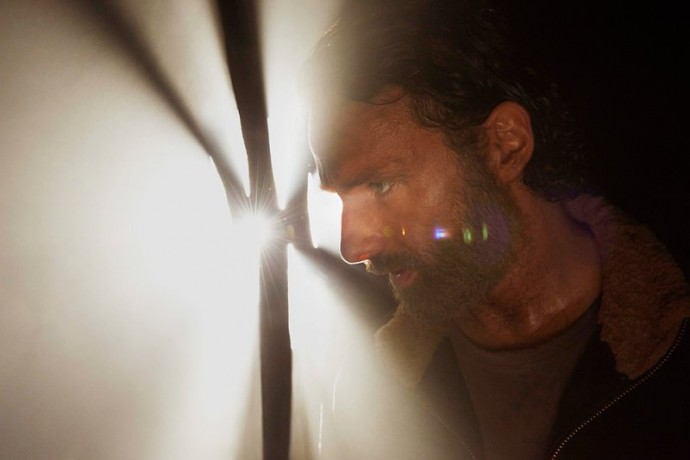 the-walking-dead-season-5-new-photos-shed-light-in-the-darkness