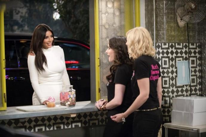 first-look-at-kim-kardashian-on-2-broke-girls-unveiled