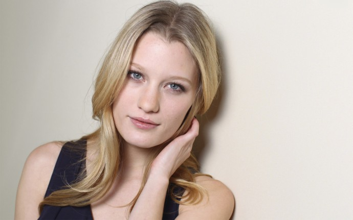 ashley_hinshaw_260412_zeusbox_com-1680x1050