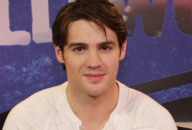 Steven R McQueen VisitsYoung Hollywood Studio