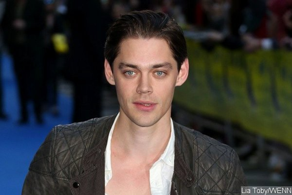 the-walking-dead-casts-tom-payne-as-jesus