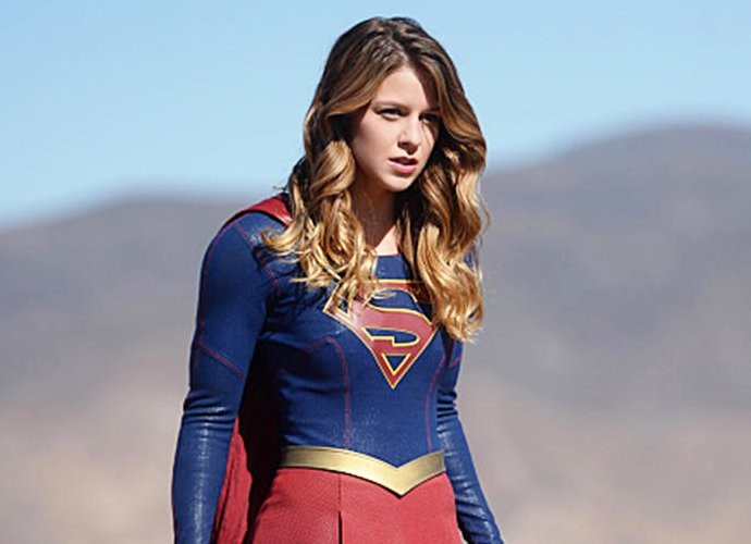 supergirl-wll-feature-superman