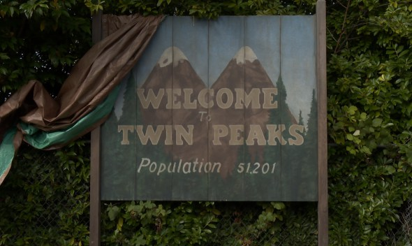 Twin-Peaks-TV-show-on-Showtime-season-one-canceled-or-renewed