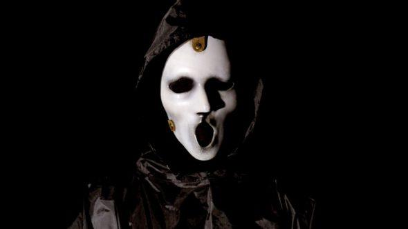 scream-tv-show-on-mtv-season-2-canceled-or-renewed-590x332