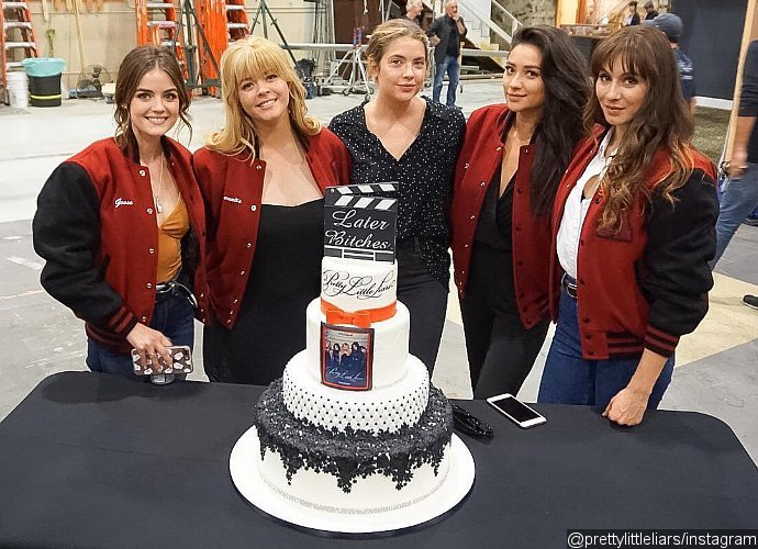 pretty-little-liars-girls-get-matching-rings-and-tattoos-to-mark-the-end-of-filming-1