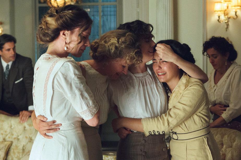 tve-sustituira-seis-hermanas-por-servir-y-proteger_gallery_a