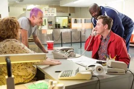 Amazon descarta highston piloto de comedia producida por sacha baron cohen series adictos - Piloto photo studio ...