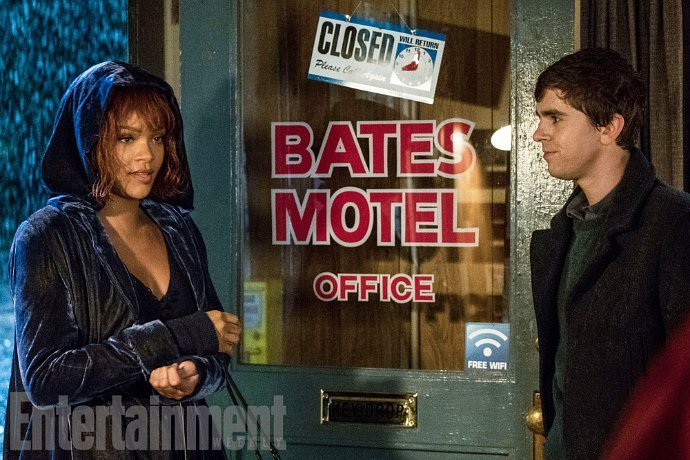 rihanna-comes-to-bates-motel-with-stacks-of-money