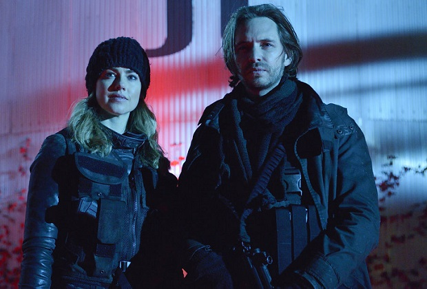 "12 MONKEYS -- ""Memory of Tomorrow"" Episode 213 -- Pictured: (l-r) Amanda Schull as Cassandra Railly, Aaron Stanford as James Cole -- (Photo by: Ben Mark Holzberg/Syfy)"