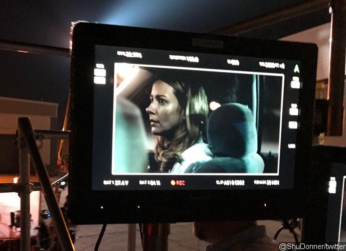fox-s-x-men-pilot-gifted-first-bts-photo-featuring-amy-acker