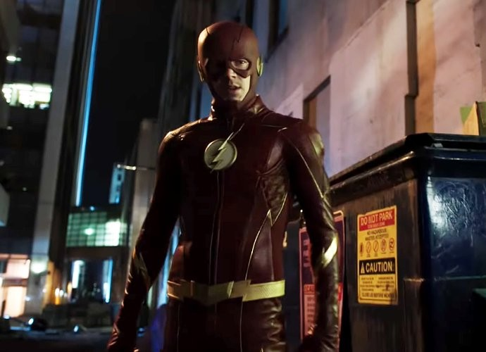 the-flash-3-19-barry-dons-new-costume-in-the-once-and-future-flash-promo