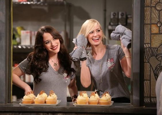 two-broke-girls-premiere-563x400